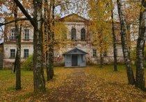В старинной усадьбе Хвостовых в Тверской области прошёл субботник