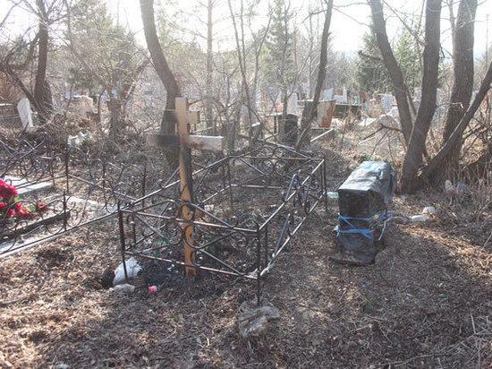 Полицейские разыскивают вандалов, устроивших погром на уфимском кладбище