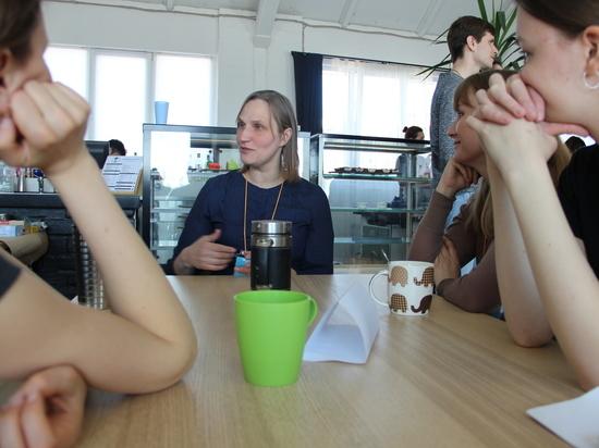 «Живая библиотека» открылась в кофейне «Седьмой гость»