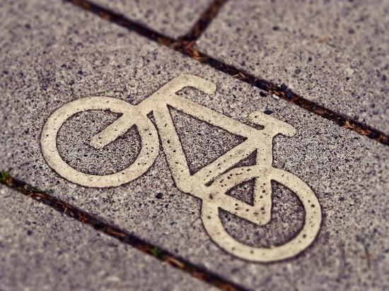 В Ярцево велосипедист сбил пенсионерку и скрылся