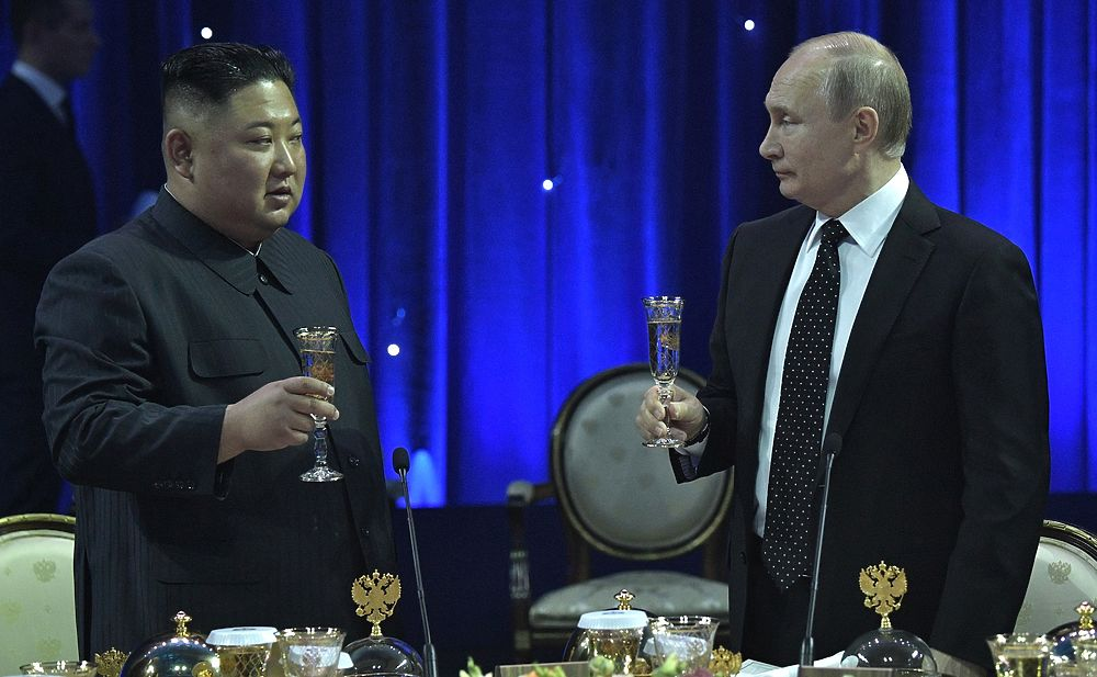 Ким Чен Ын, Путин, меч: кадры эмоций на встрече