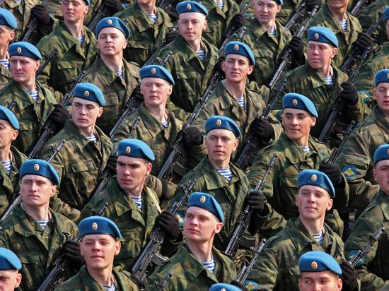 На парадных мундирах и повседневных куртках остались знаки голубого цвета