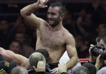 Глава промоутерской компании Matchroom Boxing промоутер Эдди Хирн объявил о соглашении с российским боксером Муратом Гассиевым
