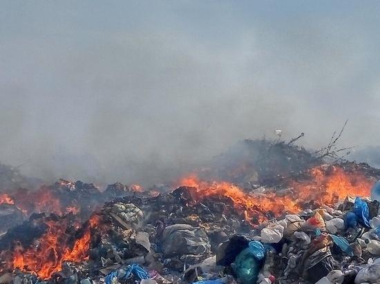 Под Переславлем горит мусорный полигон