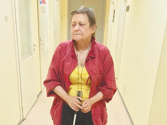 Незрячая женщина спасает психически больную сестру от черных риэлторов