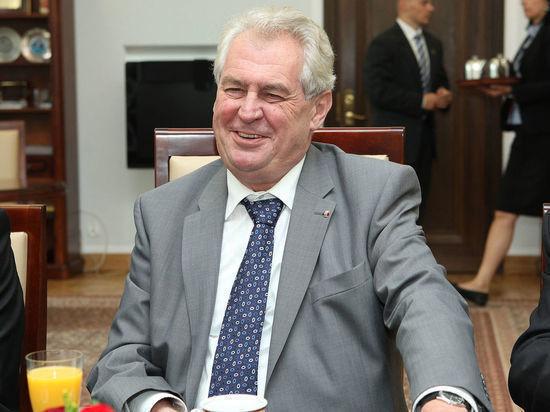 Президент Чехии Земан обвинил Порошенко в отсутствии мира на Донбассе