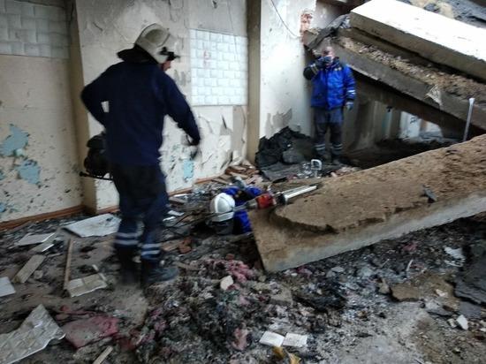 В Первоуральске на подростка упала бетонная плита