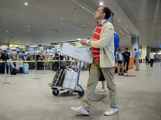 ФССП назвала число россиян, которых не выпустят за границу