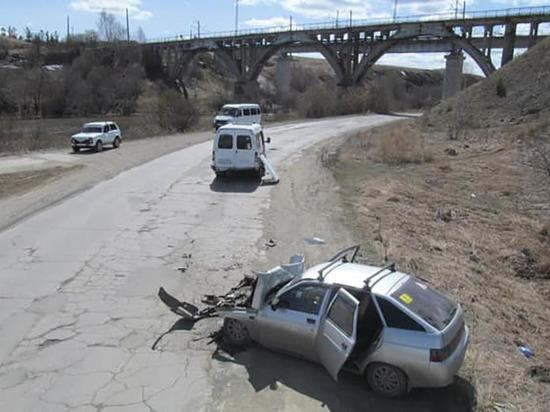 В Башкирии легковушка врезалась в маршрутку: погиб 37-летний мужчина