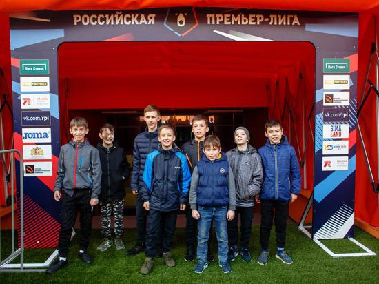 «Это самый красивый стадион»: участникам турнира «Будущее зависит от тебя» показали «Екатеринбург-Арену»