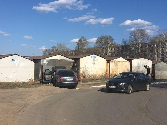 В Саранске водителю иномарки дорогу «перегородил» гараж