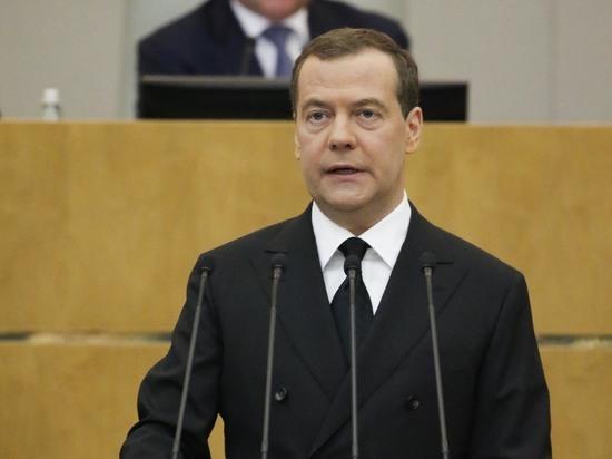 Медведев решил упростить получение гражданства иностранным выпускникам вузов России
