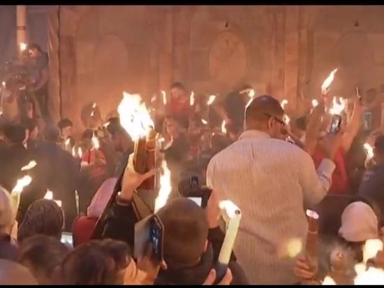 Христианские паломники собрались на схождение Благодатного огня