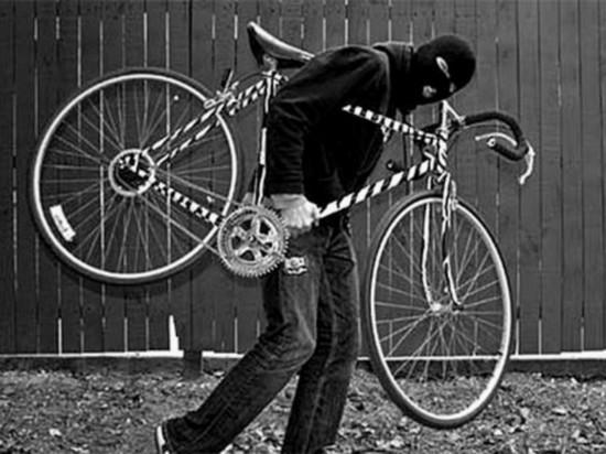 Житель Калмыкии лишился оставленного в подъезде велосипеда