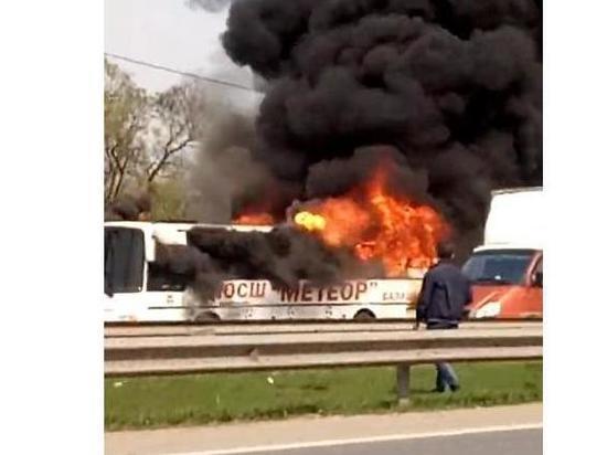 Полностью выгоревший автобус ФК
