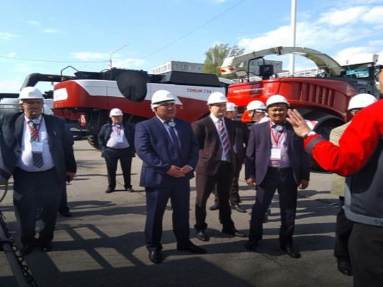Сельхозтоваропроизводители Калмыкии присмотрелись к тракторам
