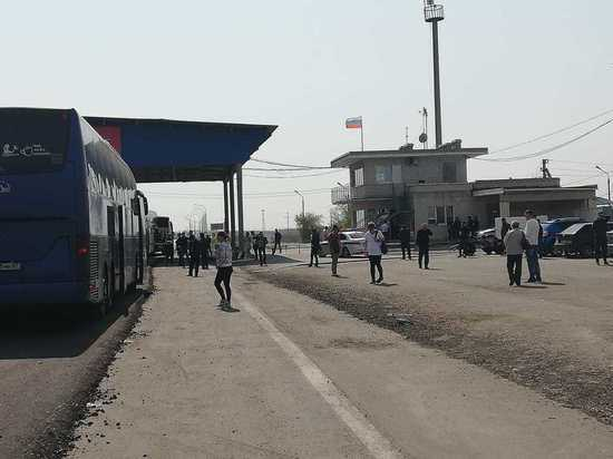 Калмыцкие автобусы массово задержаны на посту Волгограда