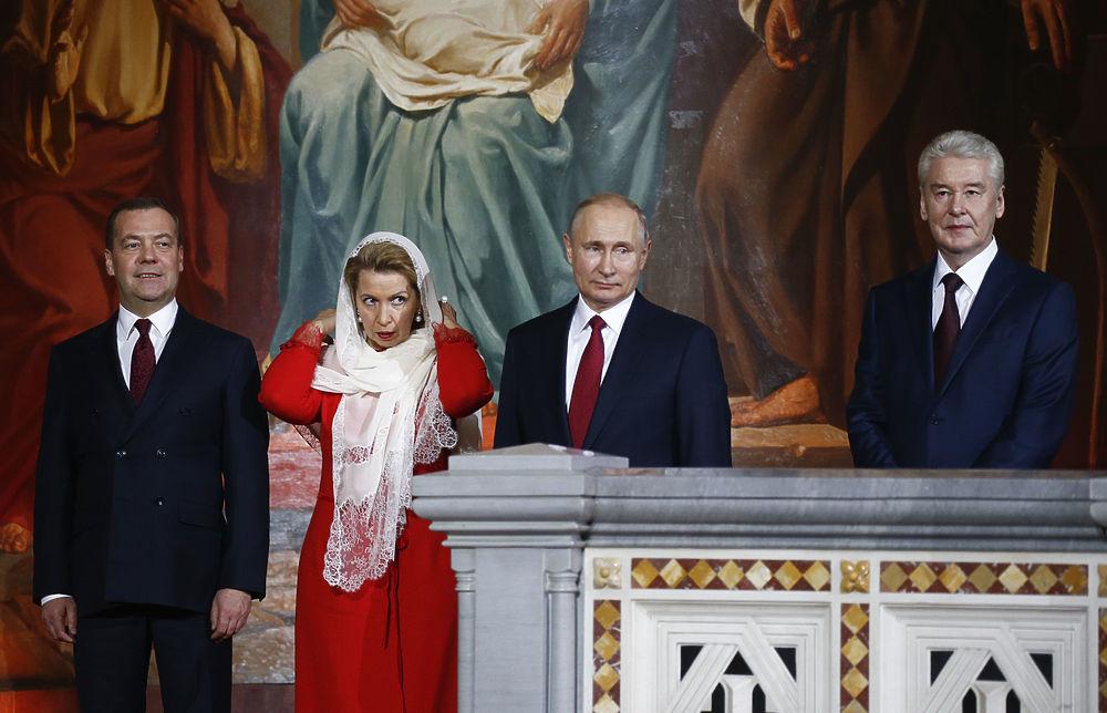 Путин и Медведев встретили Пасху разговорами о работе