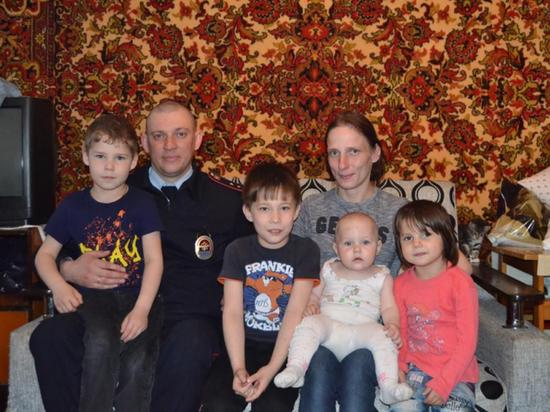 В Кисловодске участковый спас из горящего дома четверых детей
