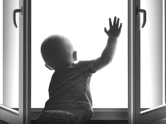 Трехлетний мальчик выпал из окна с 6 этажа в Ульяновске