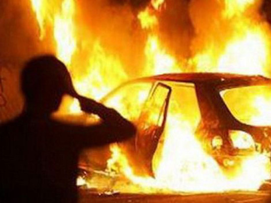 Три автомобиля сгорели в одном из дворов Шумерли