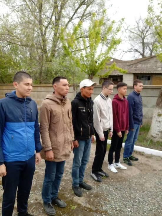 В Целинном районе Калмыкии призывников проводили на службу