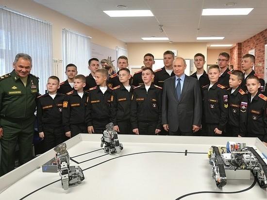 В суворовском училище подтвердили, что показывали Путину южнокорейских роботов