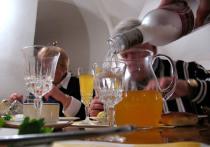 По оценкам экспертов, будет правильным купить «побольше вкусной и полезной еды и поменьше спиртного»