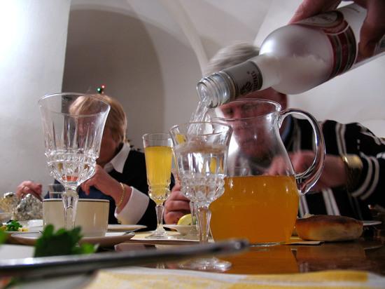 Москвичам посоветовали воздержаться от алкоголя в праздничные дни