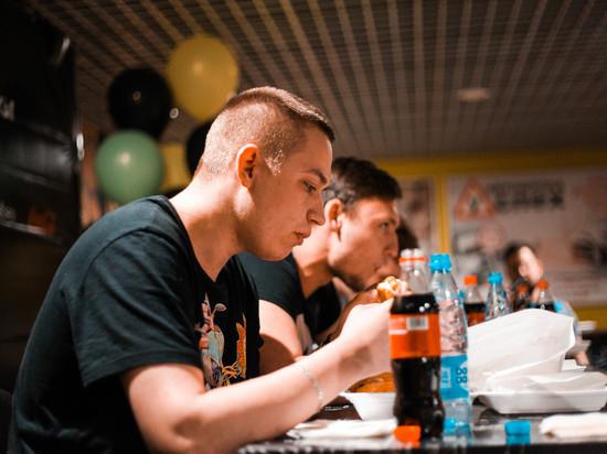 В Саранске прошёл чемпионат по поеданию шаурмы