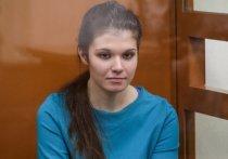 В 2015 году Караулова, не предупредив свою семью, полетела в Стамбул, чтобы оттуда перебраться в Сирию и выйти замуж за боевика ИГИЛ (организация запрещена в РФ) Айрата Саматова