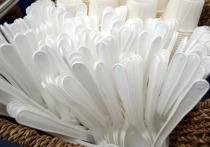В Москве могут запретить продажу пластиковой посуды