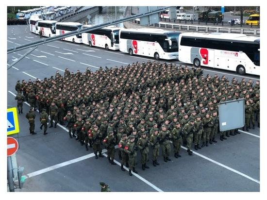 Серпуховские курсанты поучаствовали в тренировке главного парада страны