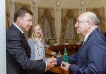 Губернатор Свердловской области Евгений Куйвашев провел встречу с Чрезвычайным и Полномочным послом Турции в Российской России Мехметом Самсаром