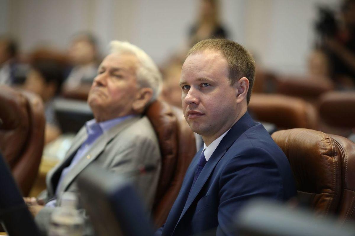 Андрей Левченко незаконно погасил долг за
