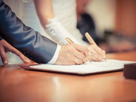 Около 70 пар заключат брак в первый день лета в Чувашии