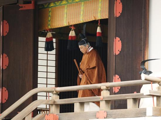 Синдзо Абэ объявил об отречении императора Японии