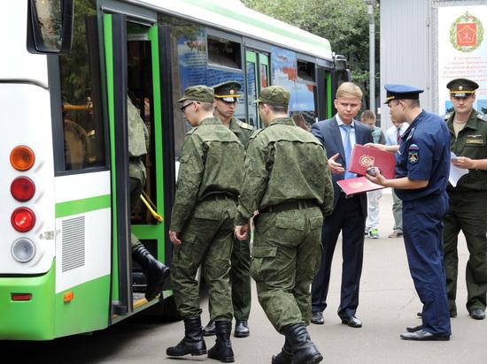 Половина россиян считает, что служить в армии должны контрактники