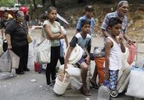 Как выживает Венесуэла: грабят мусорки и могилы