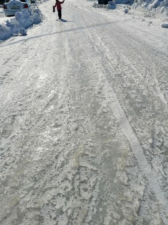 Жители Лабытнанги жалуются на гололед на тротуарах