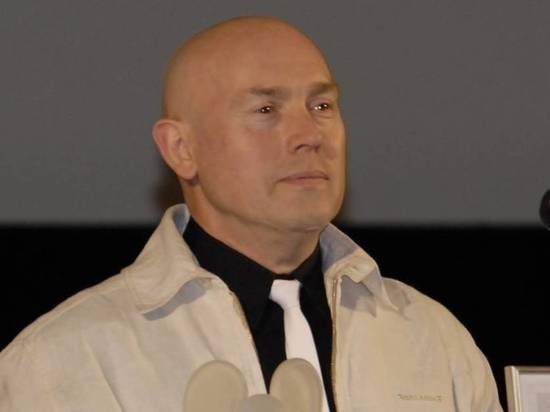 Театр отменил спектакли из-за состояния Виктора Сухорукова