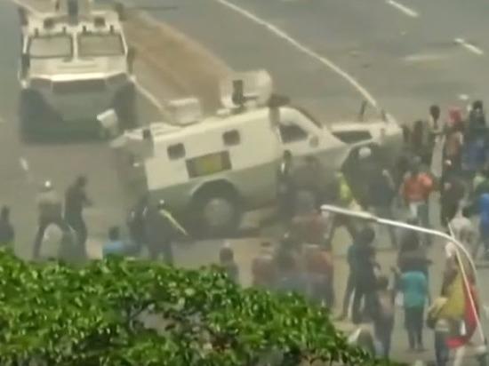 В результате беспорядков в Каракасе пострадали 50 человек