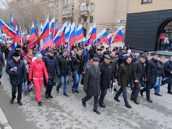 Первомайские события в Новосибирске проходили на фоне безрадостной погоды, но она не смогла испортить их праздничности, массовости и разнообразия.