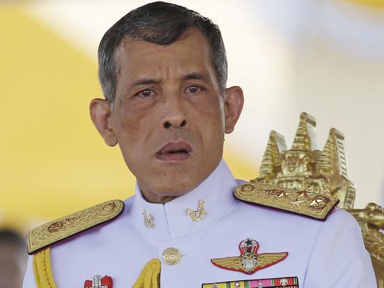 Король Таиланда женился на генерале гвардии