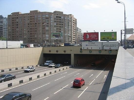 ДТП с грузовиком в Лефортовском тоннеле Москвы затруднило движение