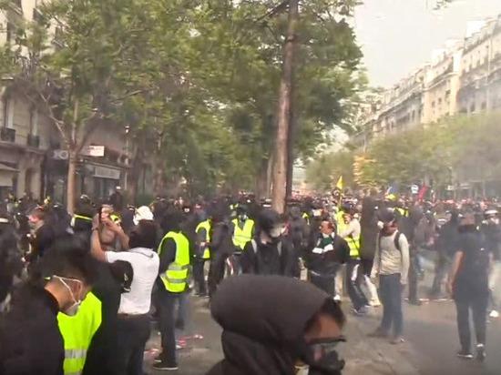 Журналистка РИА Новости получила сотрясение мозга, освещая беспорядки в Париже