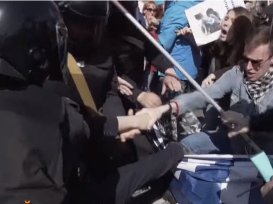 Петербургский омбудсмен назвал разгон первомайского шествия грубым нарушением прав человека
