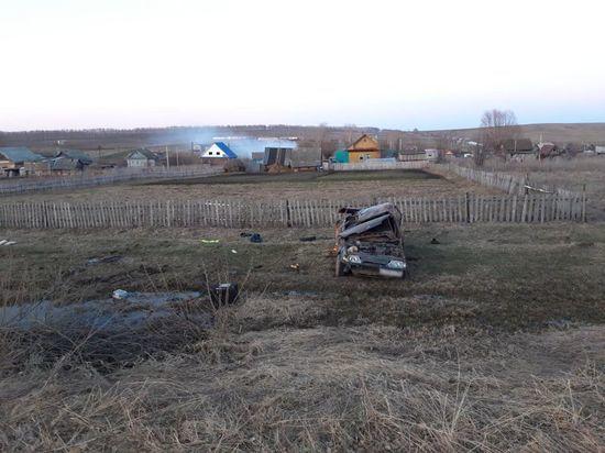 В Башкирии при падении машин в кювет погибли двое мужчин
