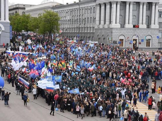 В Курске состоялось первомайское шествие