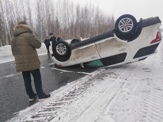 Кроссовер перевернулся на объездной дороге в Ноябрьске